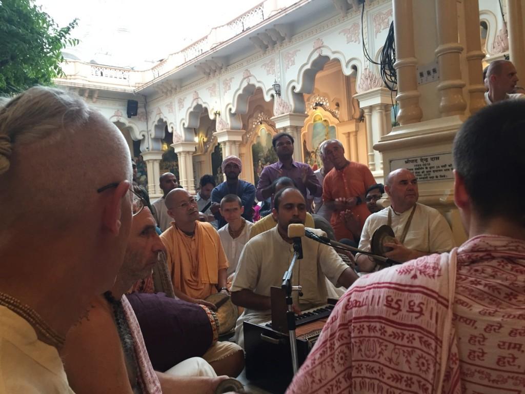 Vrindavan prabhu doing kirtan